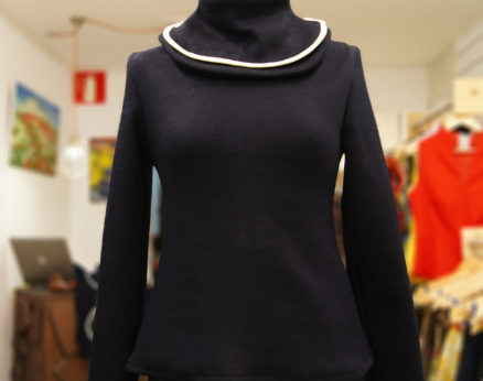 Sweater with removable collar